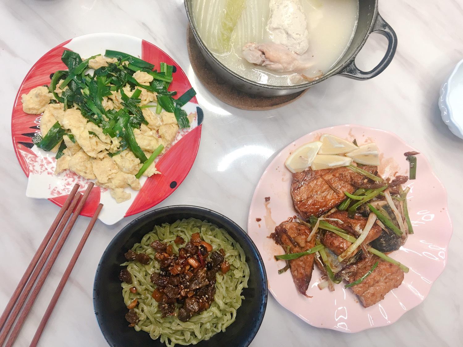 昨天的晚餐~韭菜炒鸡蛋x照烧鲭鱼x